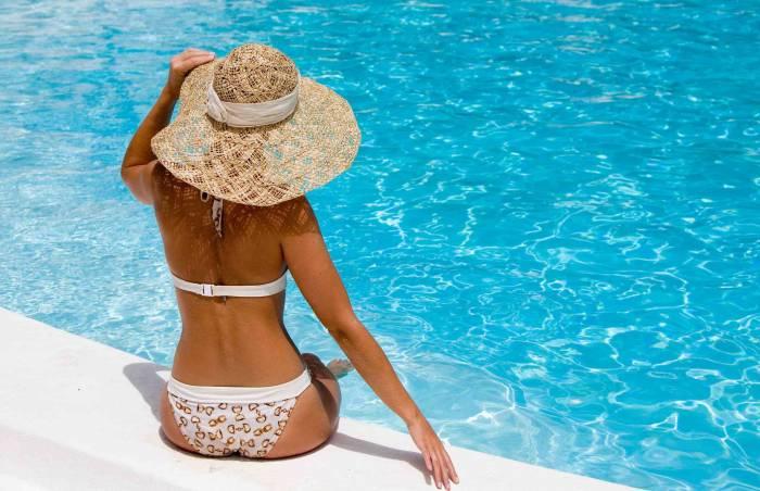 bikini mujer  cuerpo Piscina