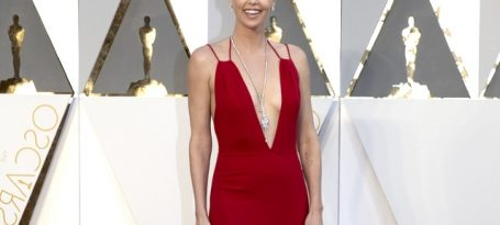 Looks-Charlize-Theron-4
